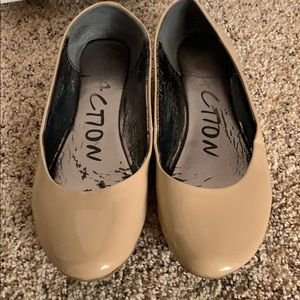 Kenneth Cole Reaction Flats Size 10M